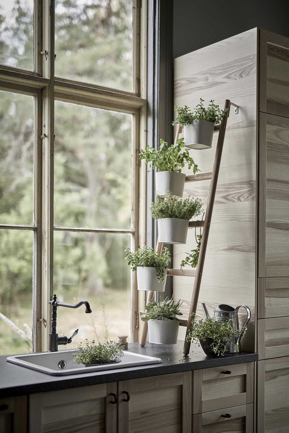 Coup de c ur les supports pour plantes satsumas d 39 ikea for Meuble porte plante ikea