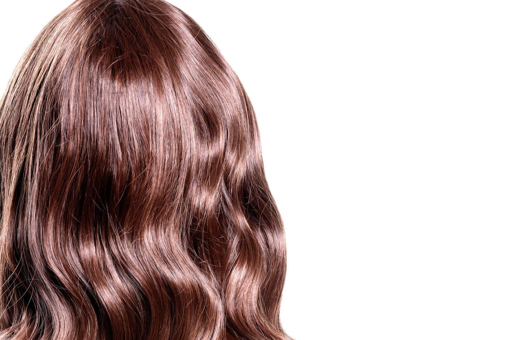 comment soigner ses cheveux ondul s journal des femmes. Black Bedroom Furniture Sets. Home Design Ideas