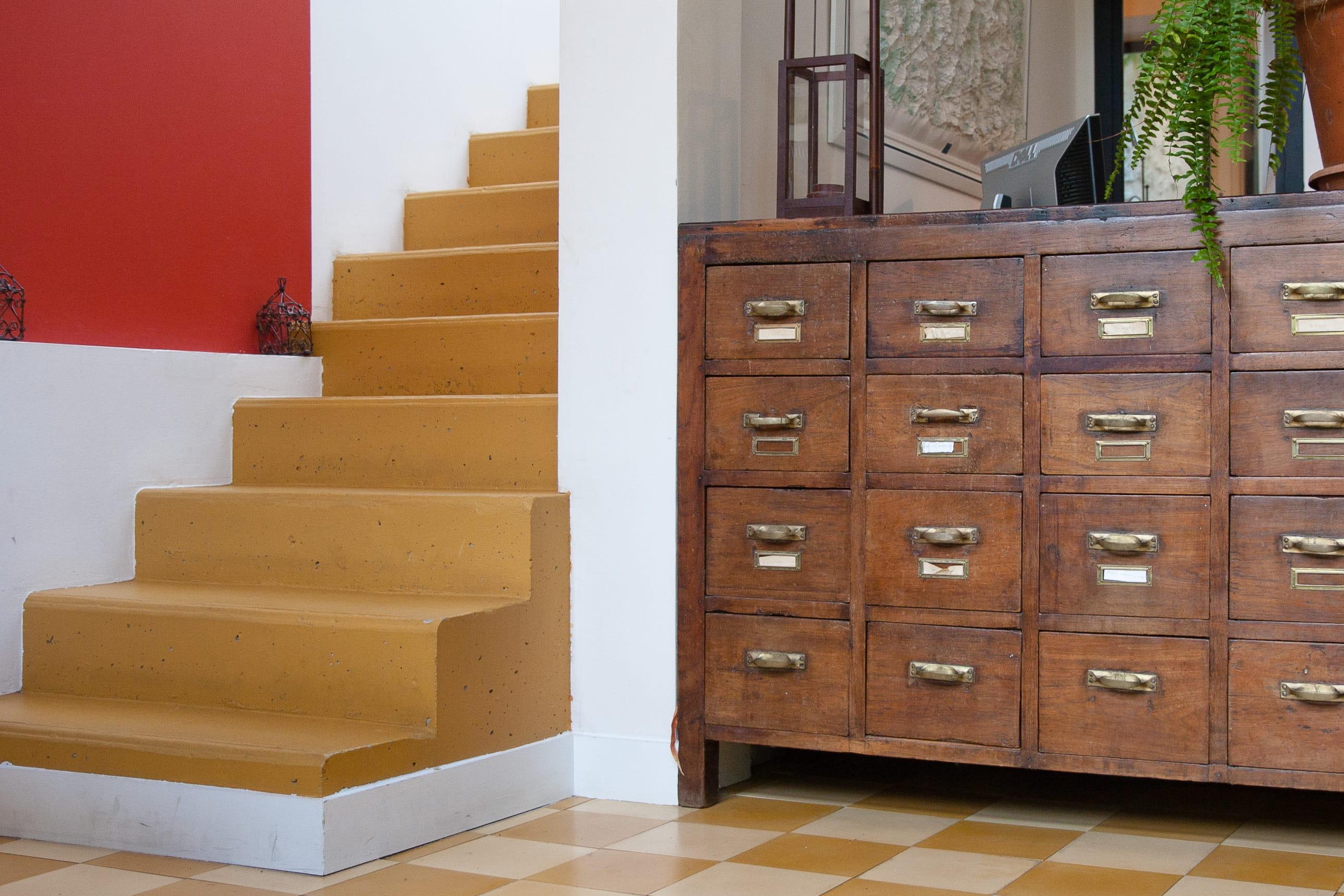 10 id es pour peindre ses escaliers journal des femmes for Peindre ses murs