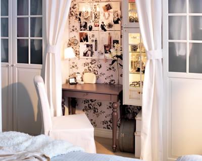table isala d 39 ikea une coiffeuse pour ma chambre journal des femmes. Black Bedroom Furniture Sets. Home Design Ideas