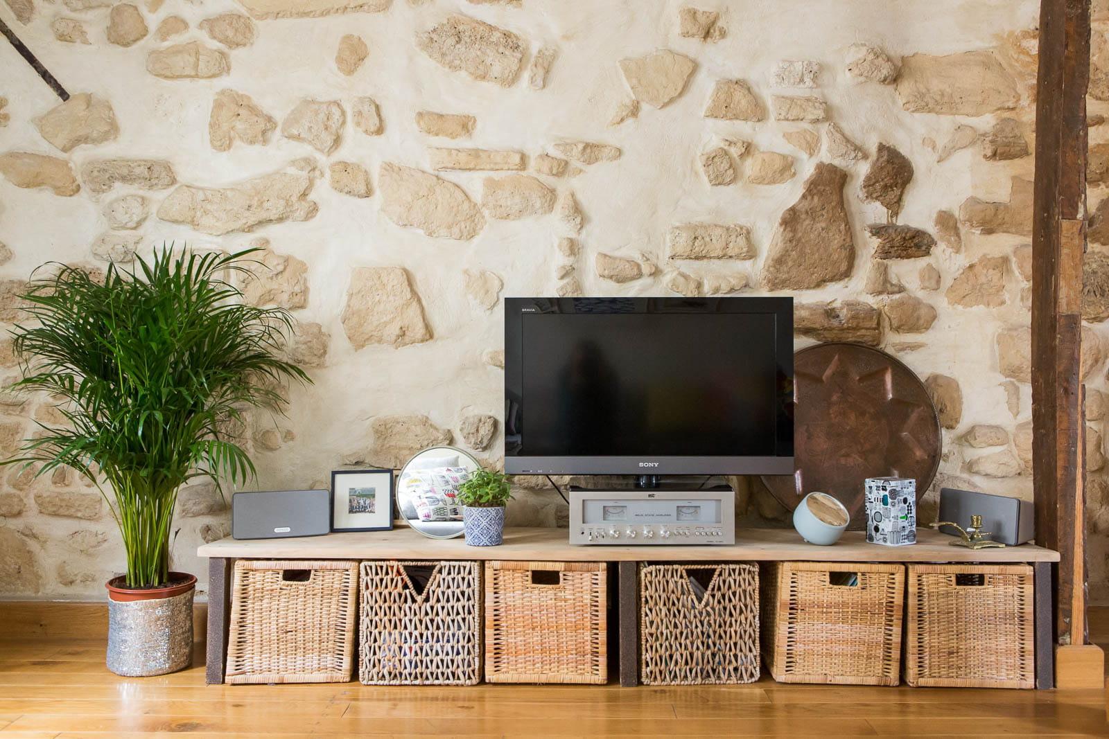 Un meuble t l simple et efficace for Etagere sous tv