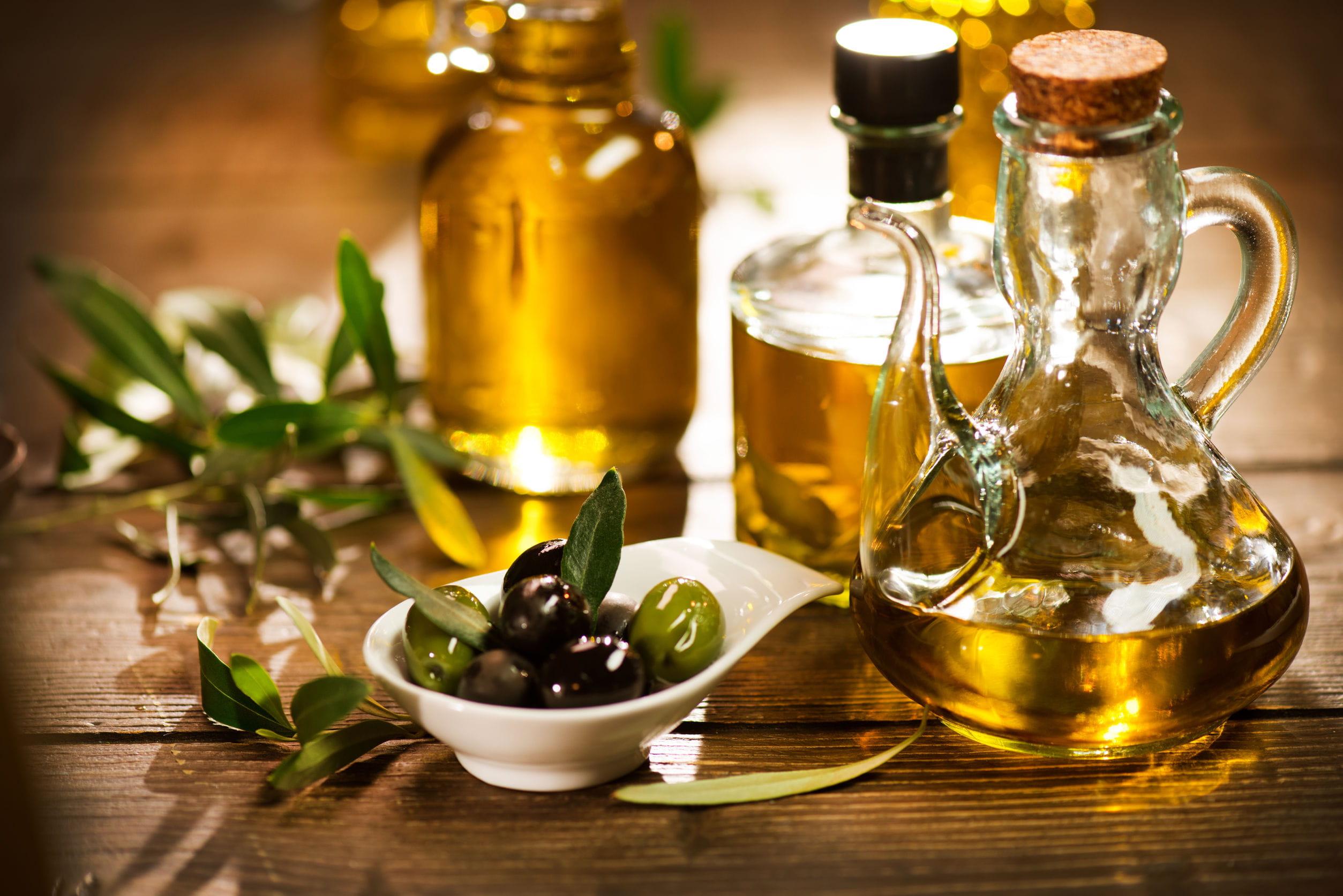 comment utiliser l 39 huile d 39 olive pour avoir de beaux cheveux journal des femmes. Black Bedroom Furniture Sets. Home Design Ideas