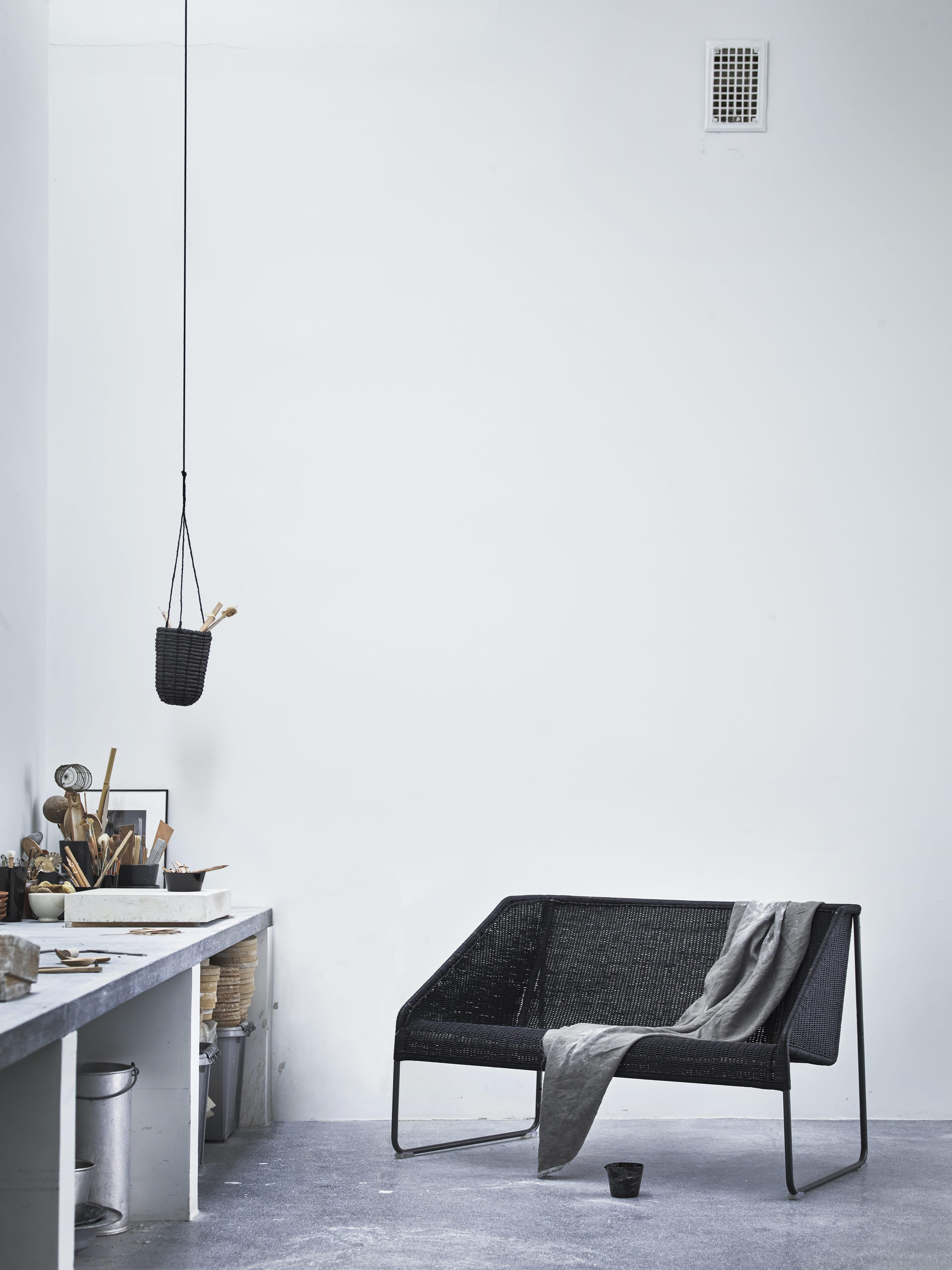 canap en rotin ikea lance une collection capsule pour. Black Bedroom Furniture Sets. Home Design Ideas