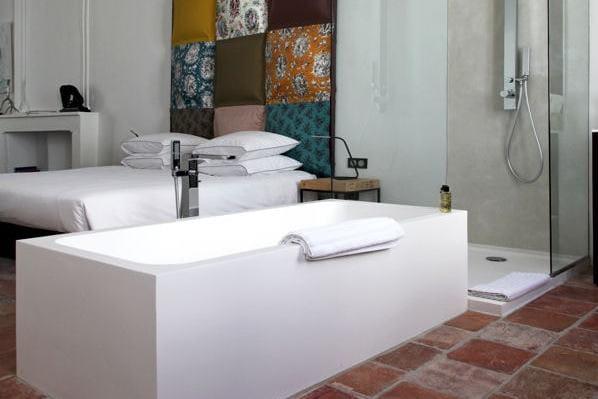 comment faire une salle de bains ouverte sur la chambre journal des femmes. Black Bedroom Furniture Sets. Home Design Ideas