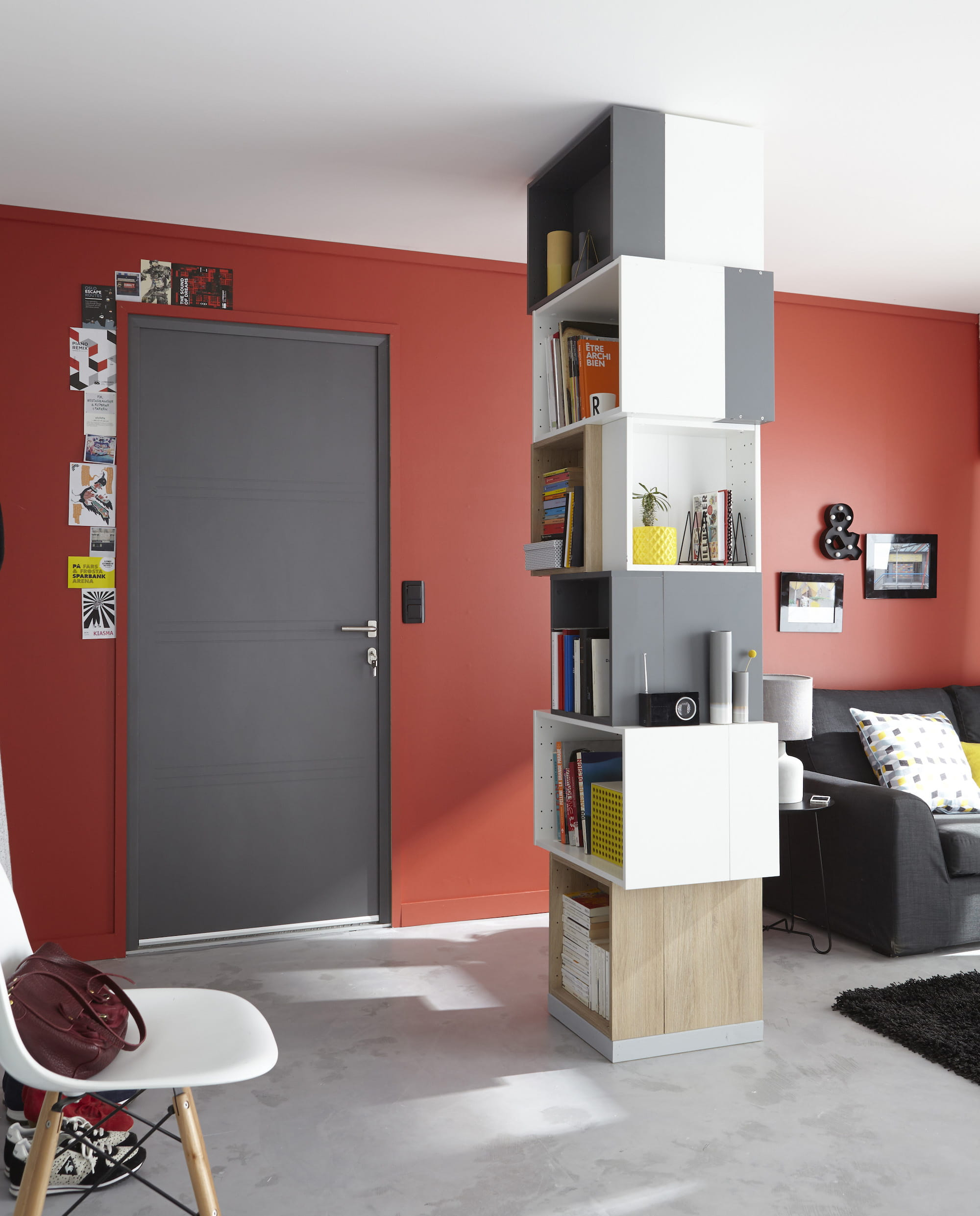 un salon rouge lumineux des couleurs chaudes sur les murs du salon journal des femmes. Black Bedroom Furniture Sets. Home Design Ideas