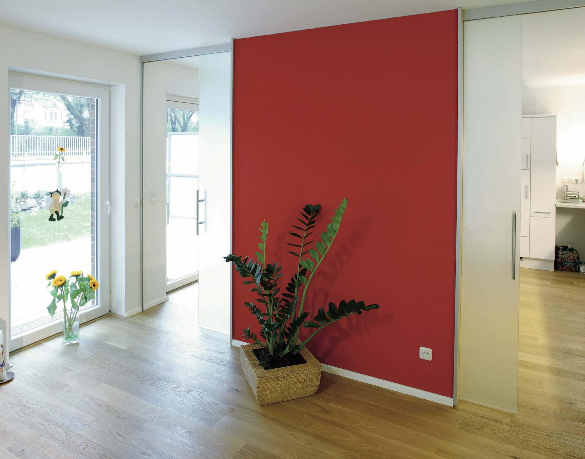 Un salon structur par un mur rouge Mur rouge salon