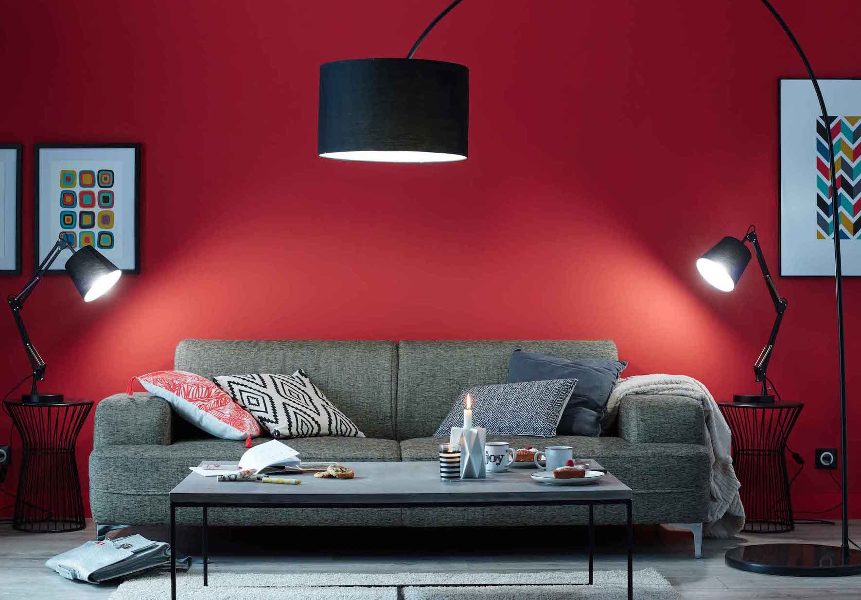 un salon rouge moderne. Black Bedroom Furniture Sets. Home Design Ideas