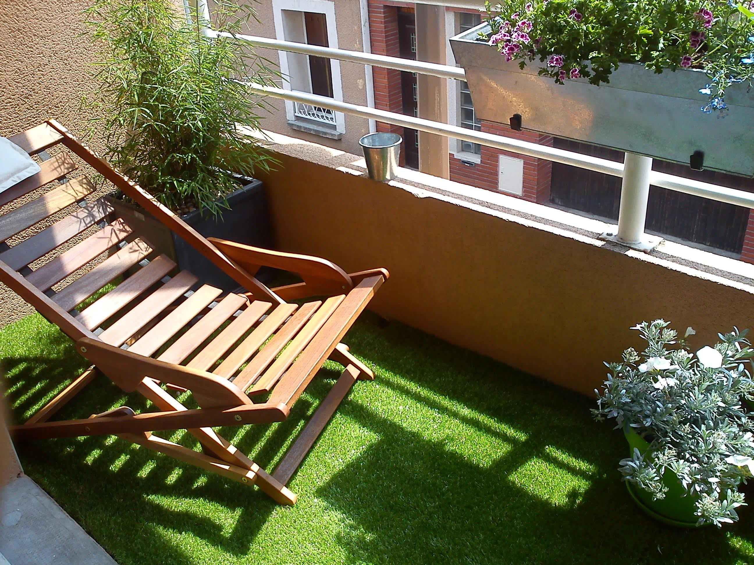 Bien choisir son gazon synth tique pour le balcon ou la for Pelouse synthetique pour balcon
