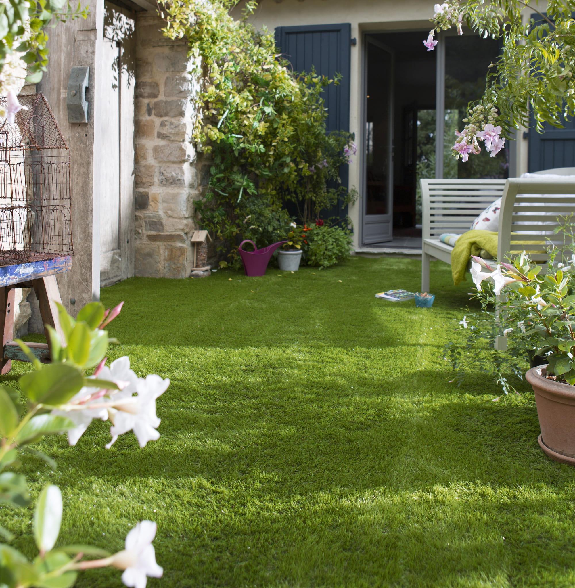 bien choisir son gazon synth tique pour le balcon ou la terrasse. Black Bedroom Furniture Sets. Home Design Ideas