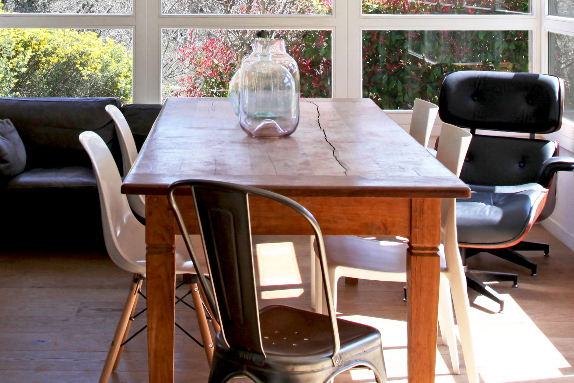 style et d contraction dans une maison de famille des chaises d pareill es pour faire swinguer. Black Bedroom Furniture Sets. Home Design Ideas