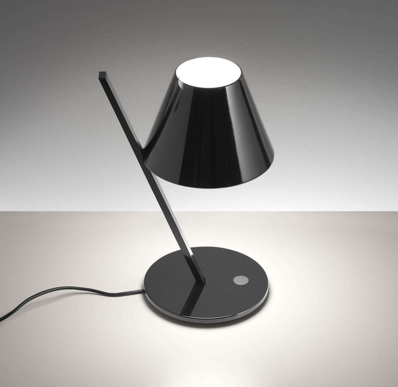 la lampe de chevet noire. Black Bedroom Furniture Sets. Home Design Ideas