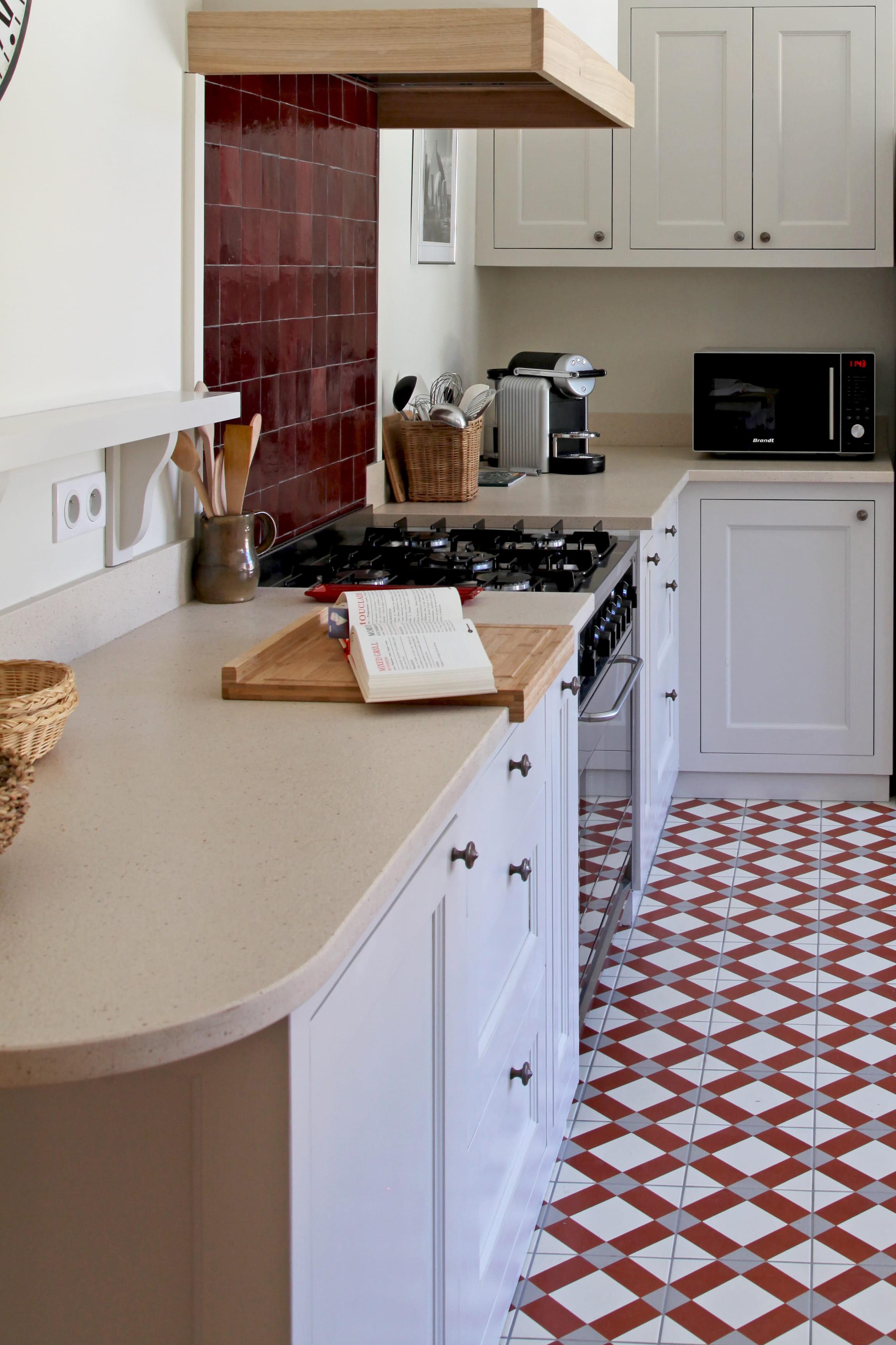 Un plan de travail en quartz for De cuisines conviviales