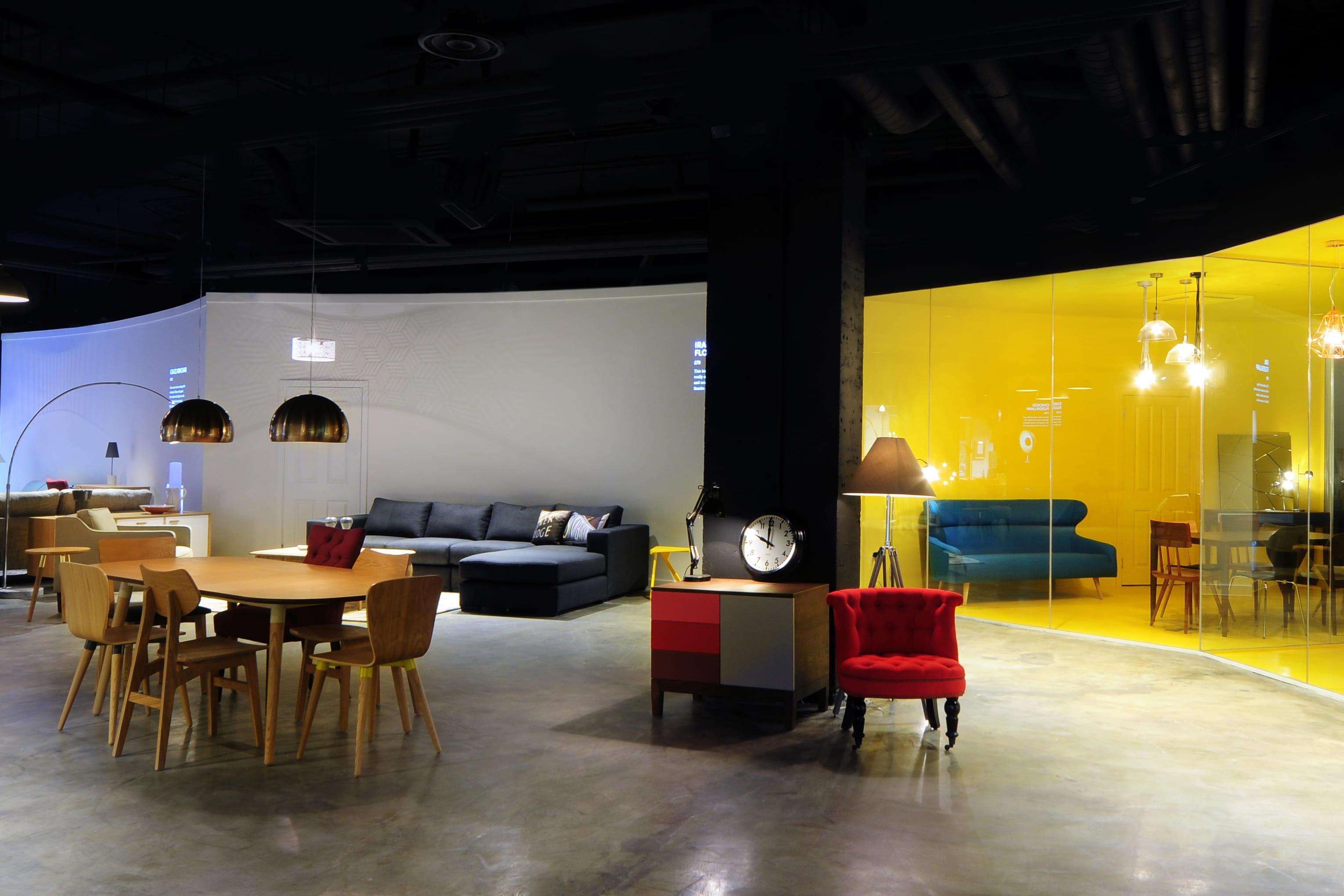 ouvre son premier showroom paris journal des femmes. Black Bedroom Furniture Sets. Home Design Ideas