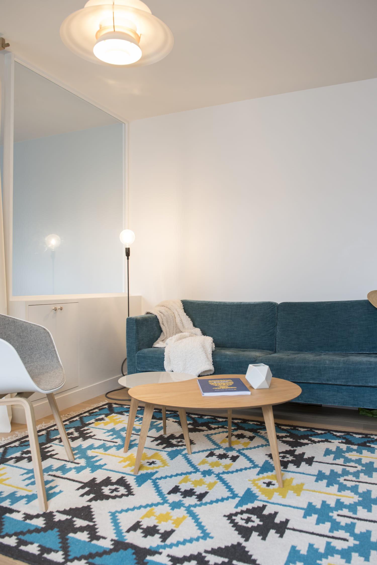 un coin salon cosy et color. Black Bedroom Furniture Sets. Home Design Ideas