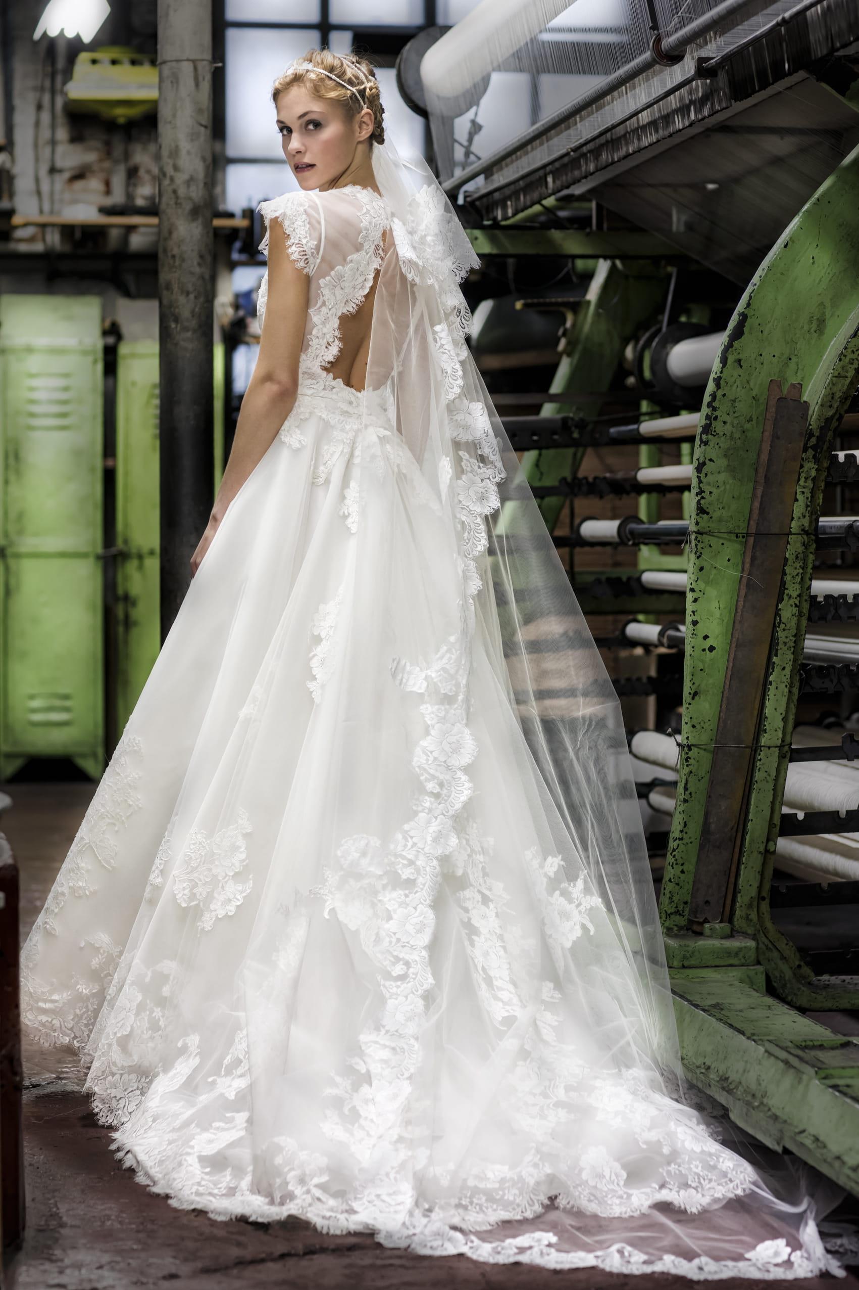 Robe de mari e begonia cymbeline for Prix de robe de mariage en or georges chakra