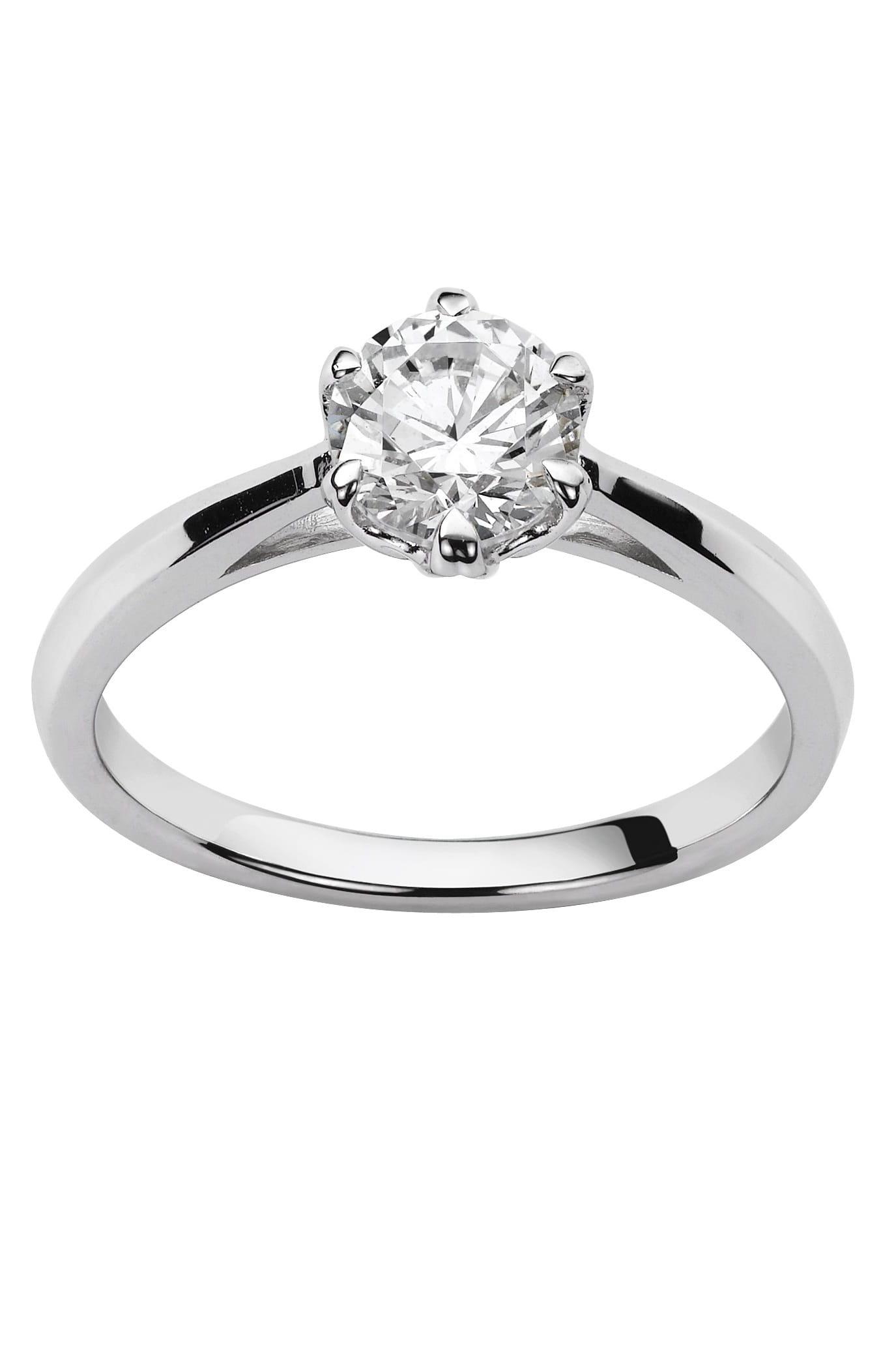 Chic et élégant, ce solitaire en or blanc met en valeur le diamant ...