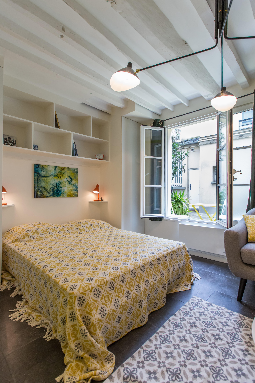 Chambre spacieuse un petit studio comme une maison de poup e journal des - Studio petit journal ...
