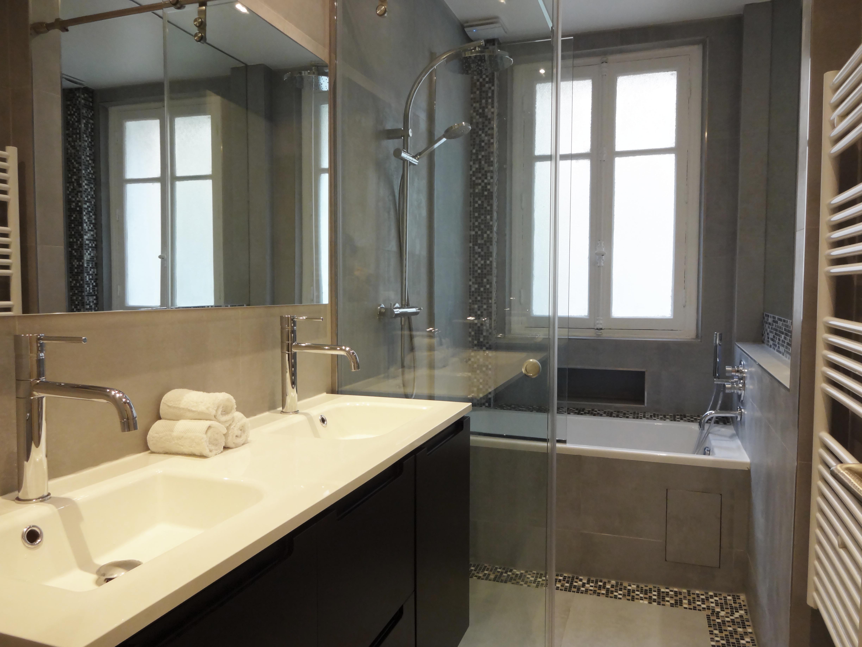 Attractive salle de bain etroite 8 am nagement petite - Amenagement salle de bain 2m2 ...