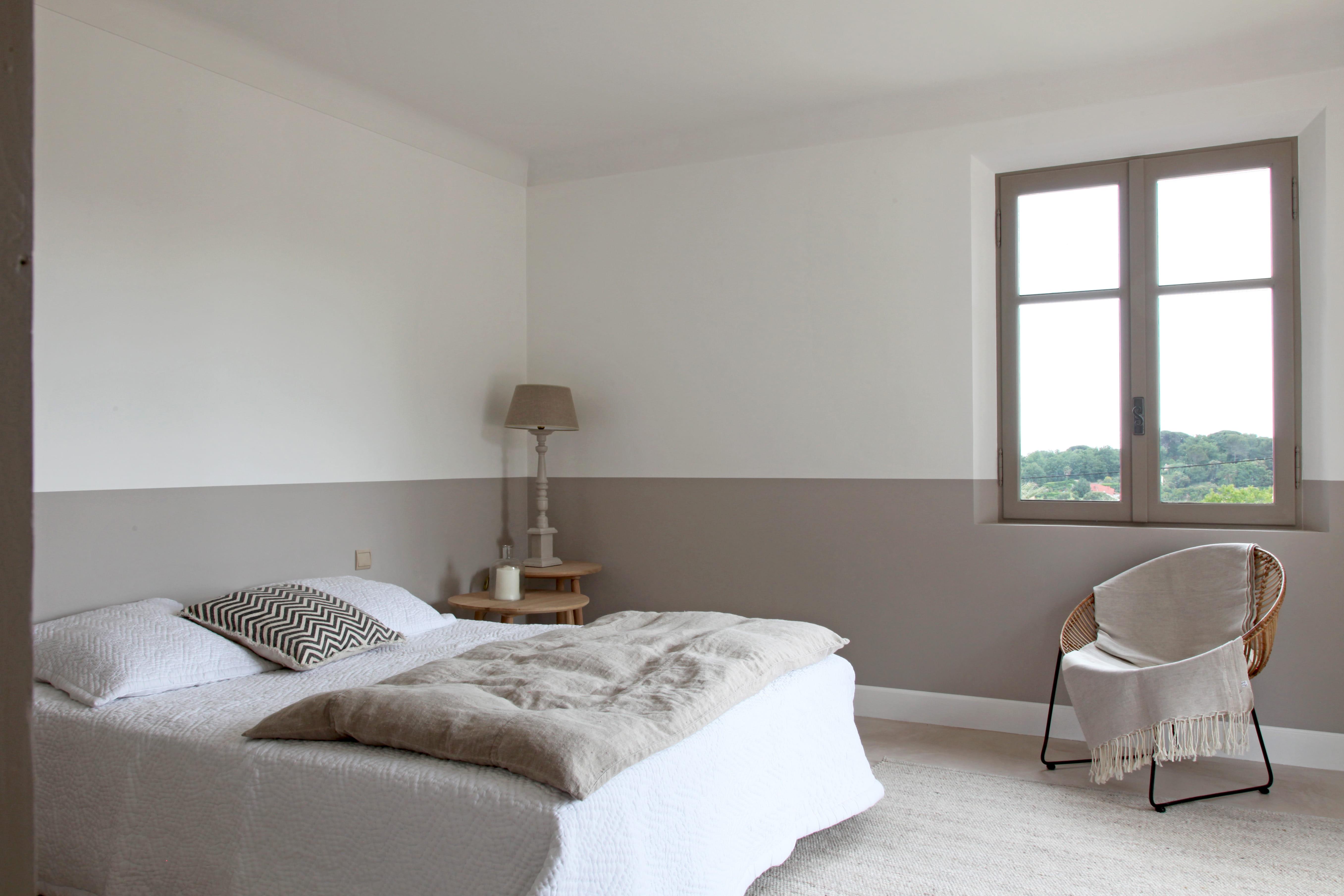 Deco Salon Blanc Et Gris Design : Calme et douceur pour une chambre taupe