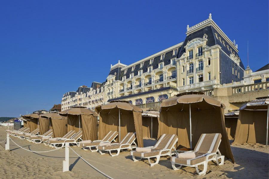 Les plus belles plages priv es d 39 h tels de luxe en france for Hotel de luxe en france