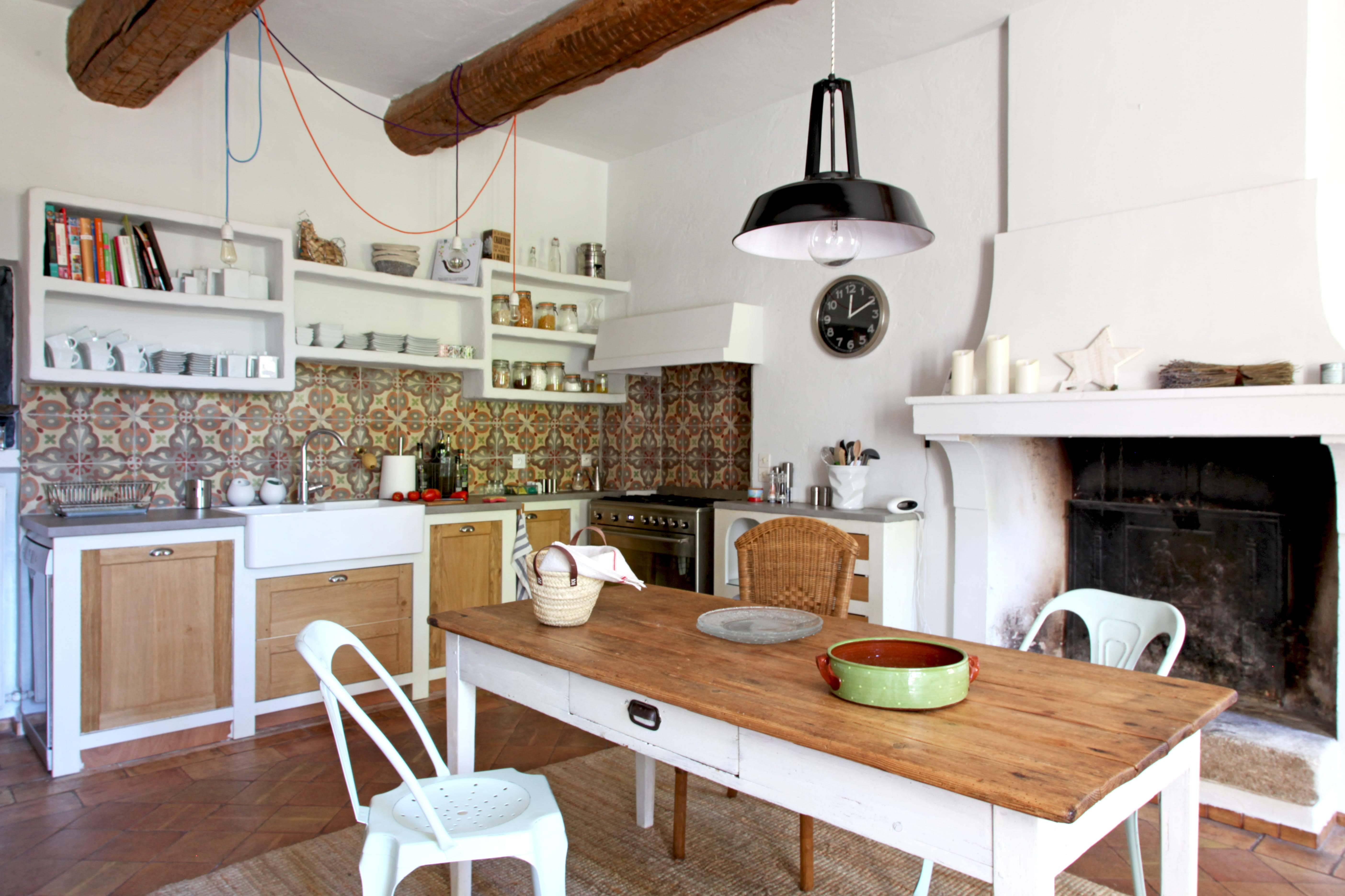 Cuisine blanche et bois donner un style maison de famille sa d co journ - Cuisine blanche en bois ...