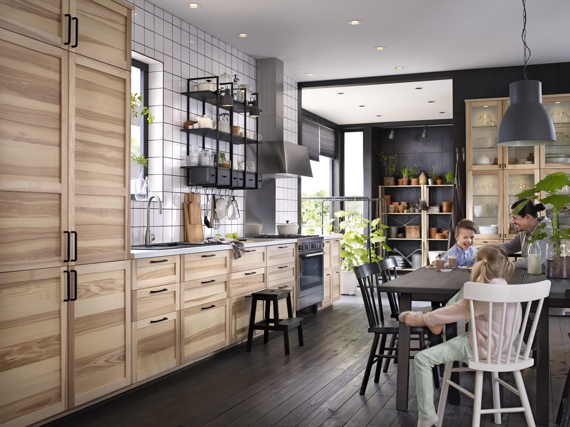 cuisine familiale ikea quoi de neuf dans le nouveau catalogue 2017 journal des femmes. Black Bedroom Furniture Sets. Home Design Ideas