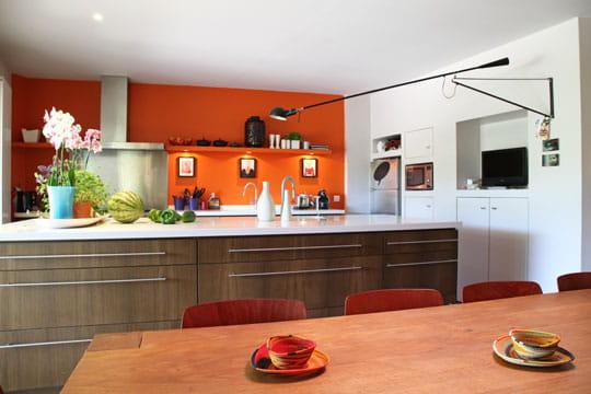 un mur orang. Black Bedroom Furniture Sets. Home Design Ideas