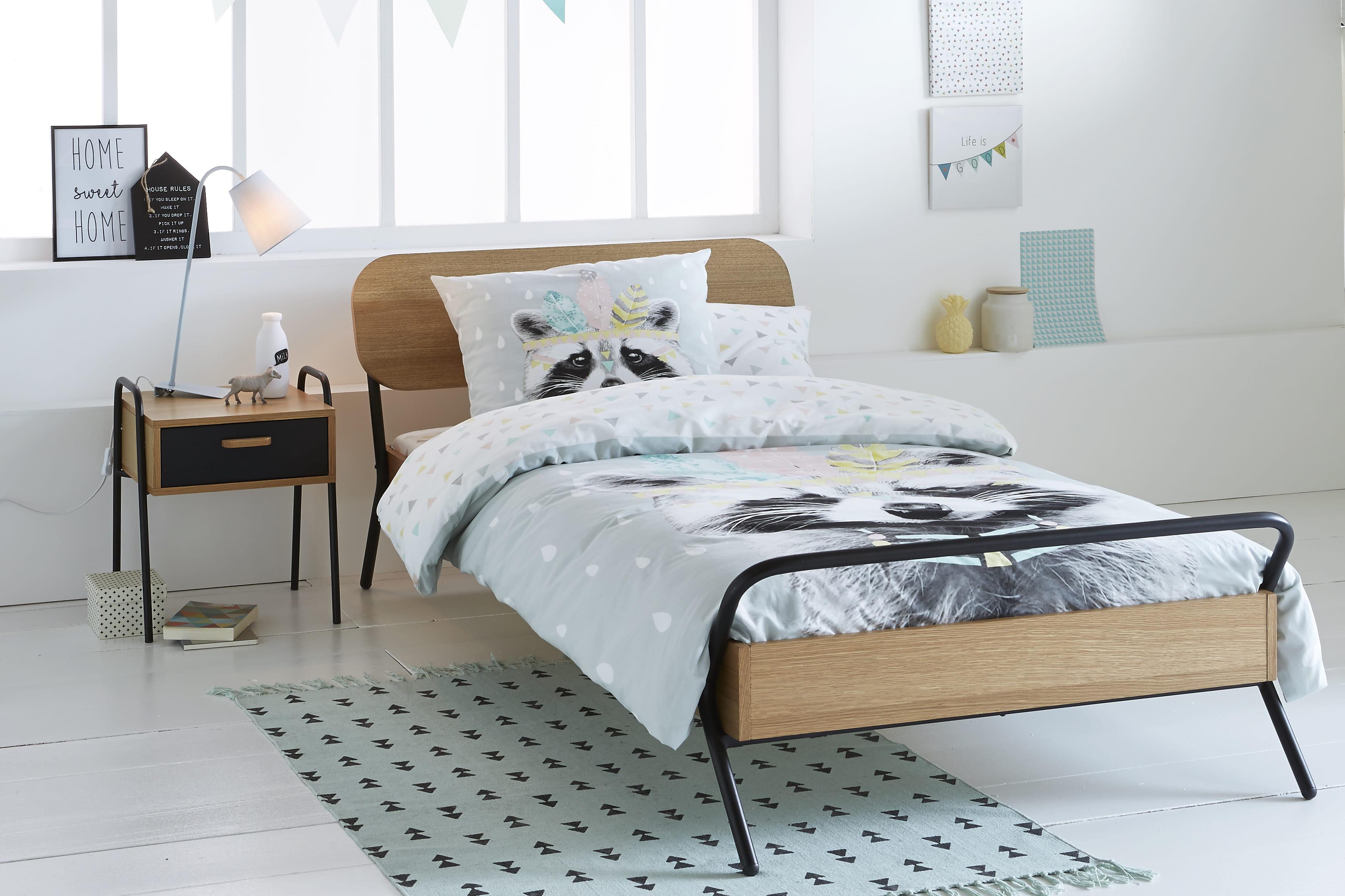 chambre d 39 enfant une nouvelle couette pour trois fois. Black Bedroom Furniture Sets. Home Design Ideas