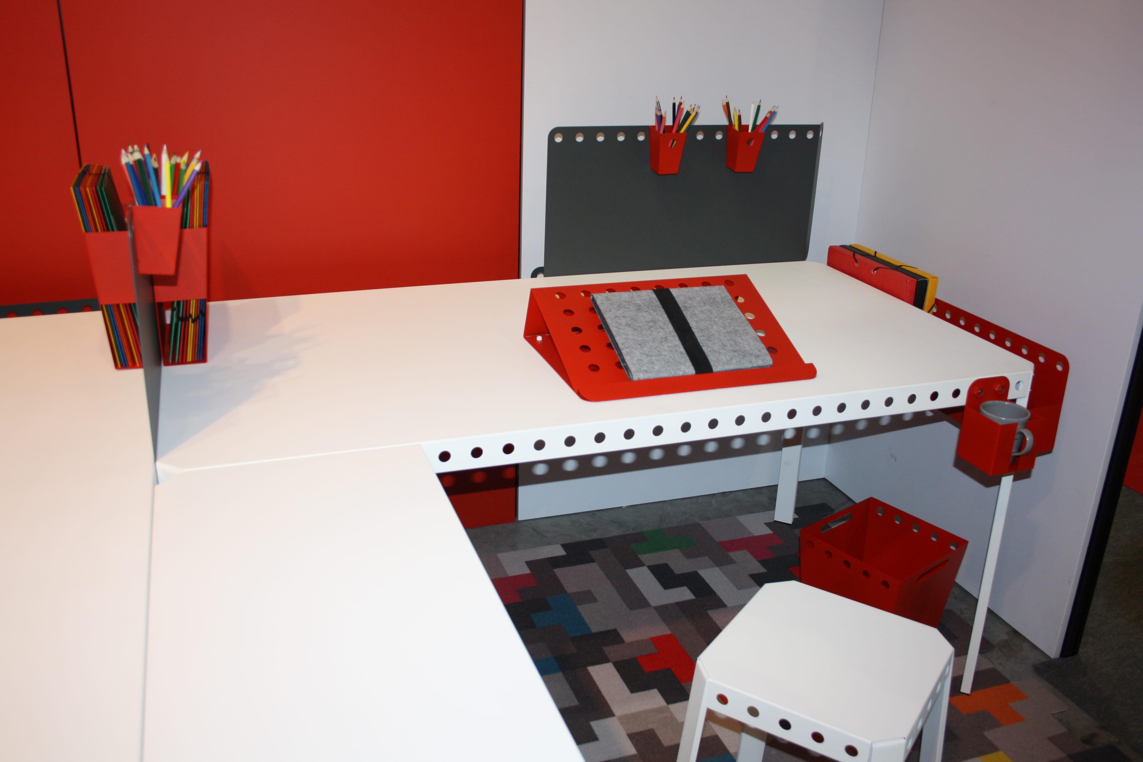 le bureau volutif meccano home maison objet les belles choses rep r es par la r daction. Black Bedroom Furniture Sets. Home Design Ideas