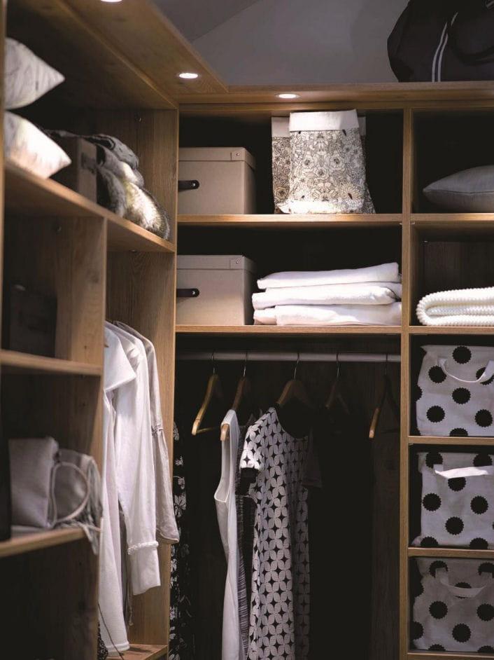 Comment organiser et optimiser un dressing - Comment bien ranger son armoire ...