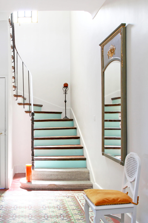 peindre les contremarches dans une couleur pastel 26 id es pour relooker ses escaliers. Black Bedroom Furniture Sets. Home Design Ideas