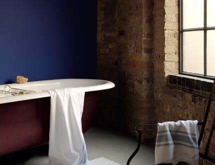 Peinture ultra resist salle de bains de dulux valentine a chaque mur son s - Peinture salle de bain dulux valentine ...