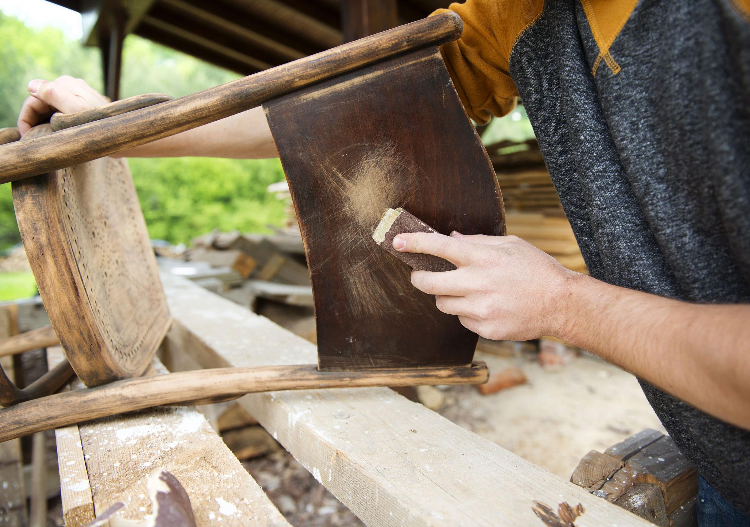 R nover et relooker un meuble en bois sans se tromper - Enlever vernis bois ...