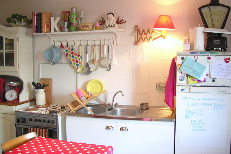 une cuisine conviviale et fonctionnelle visitez la maison de sandrine journal des femmes. Black Bedroom Furniture Sets. Home Design Ideas