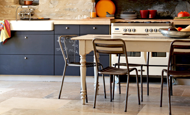 Tableau noir pour cuisine peinture tableau noir cuisine pour repeindre un meuble ou un mur - Peinture a la craie pour meuble ...