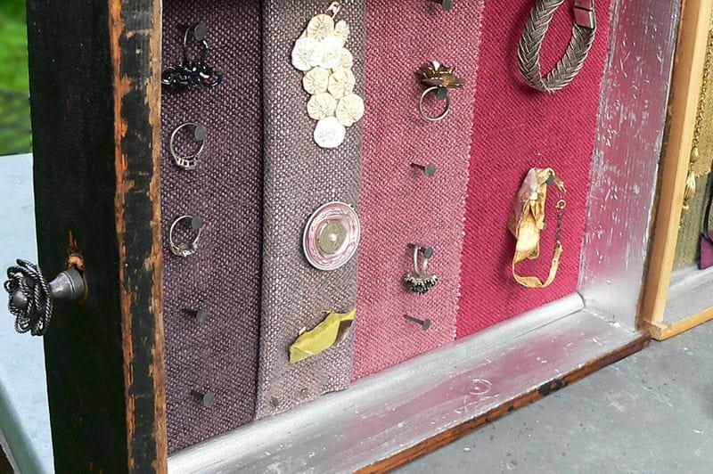 Fabriquez un présentoir à bijoux avec des tiroirs. 1050275-etape-8-collez-les-baguettes