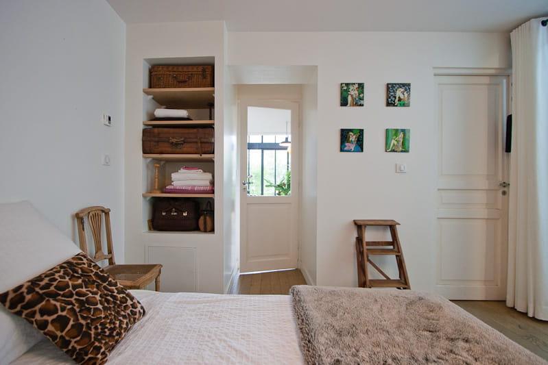 Une chambre au calme une maison loft qui s 39 ouvre sur l for Fenetre qui s ouvre vers l exterieur
