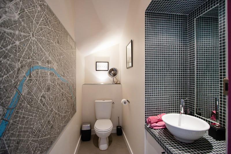 Des toilettes artistiques une maison loft qui s 39 ouvre for Porte qui s ouvre vers l exterieur