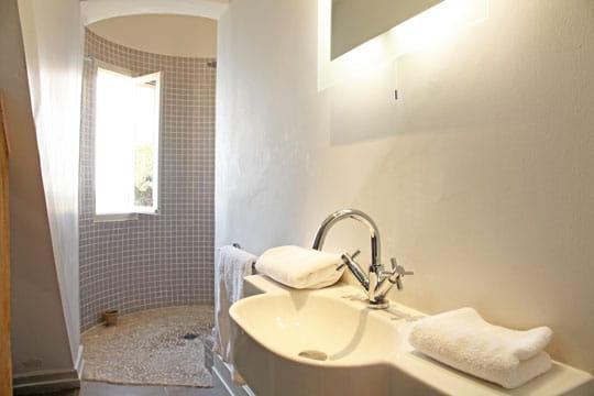 Dans la tourelle douche l 39 italienne une pluie de bonnes id es jou - Douche italienne originale ...