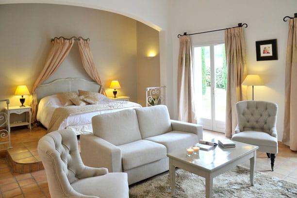luxe et douceur des chambres qui nous laissent sous le charme journal des femmes. Black Bedroom Furniture Sets. Home Design Ideas