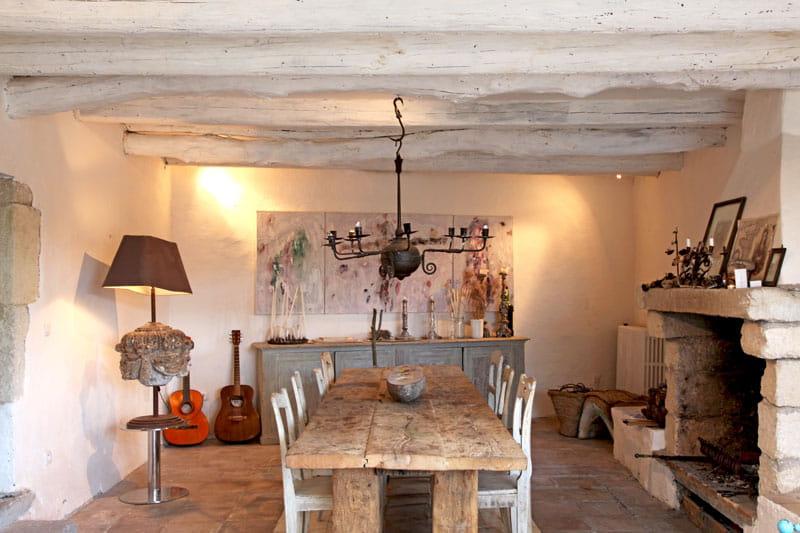 Esprit brut et authentique une demeure rustique mais for Salle a manger rustique chic
