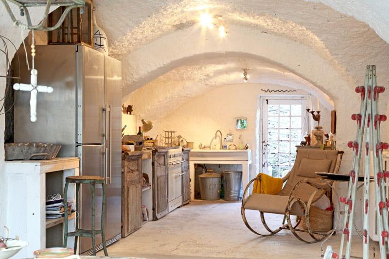 Petite cuisine am nag e une demeure rustique mais for Petite cuisine amenagee