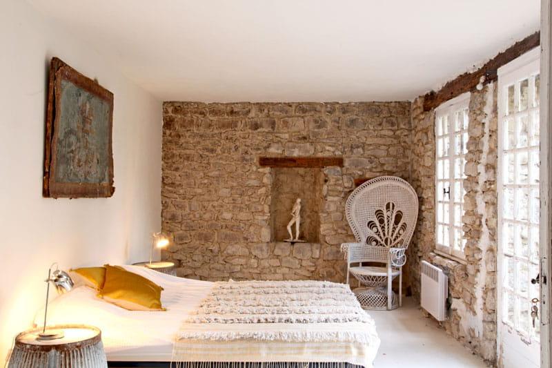 la chambre d 39 amis une demeure rustique mais chic. Black Bedroom Furniture Sets. Home Design Ideas