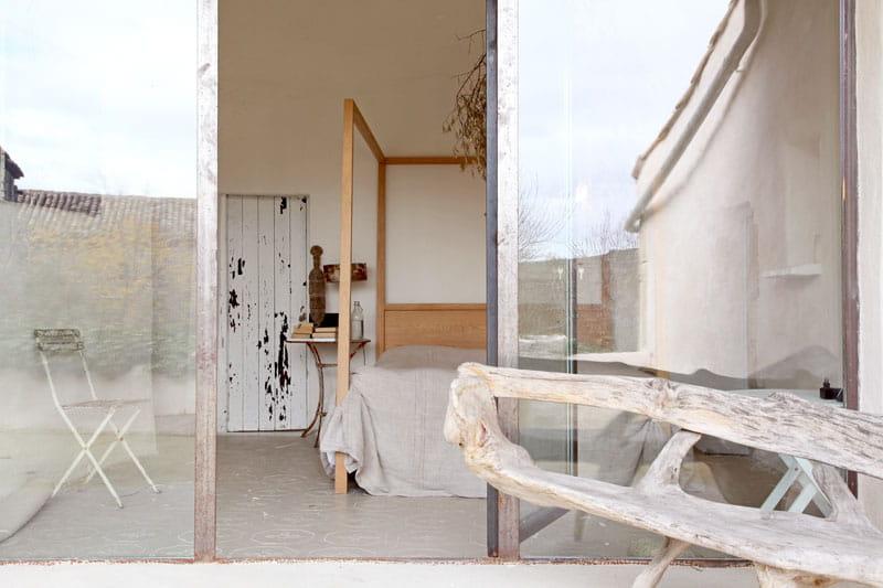 bois flott sur la terrasse une demeure rustique mais chic journal des femmes. Black Bedroom Furniture Sets. Home Design Ideas