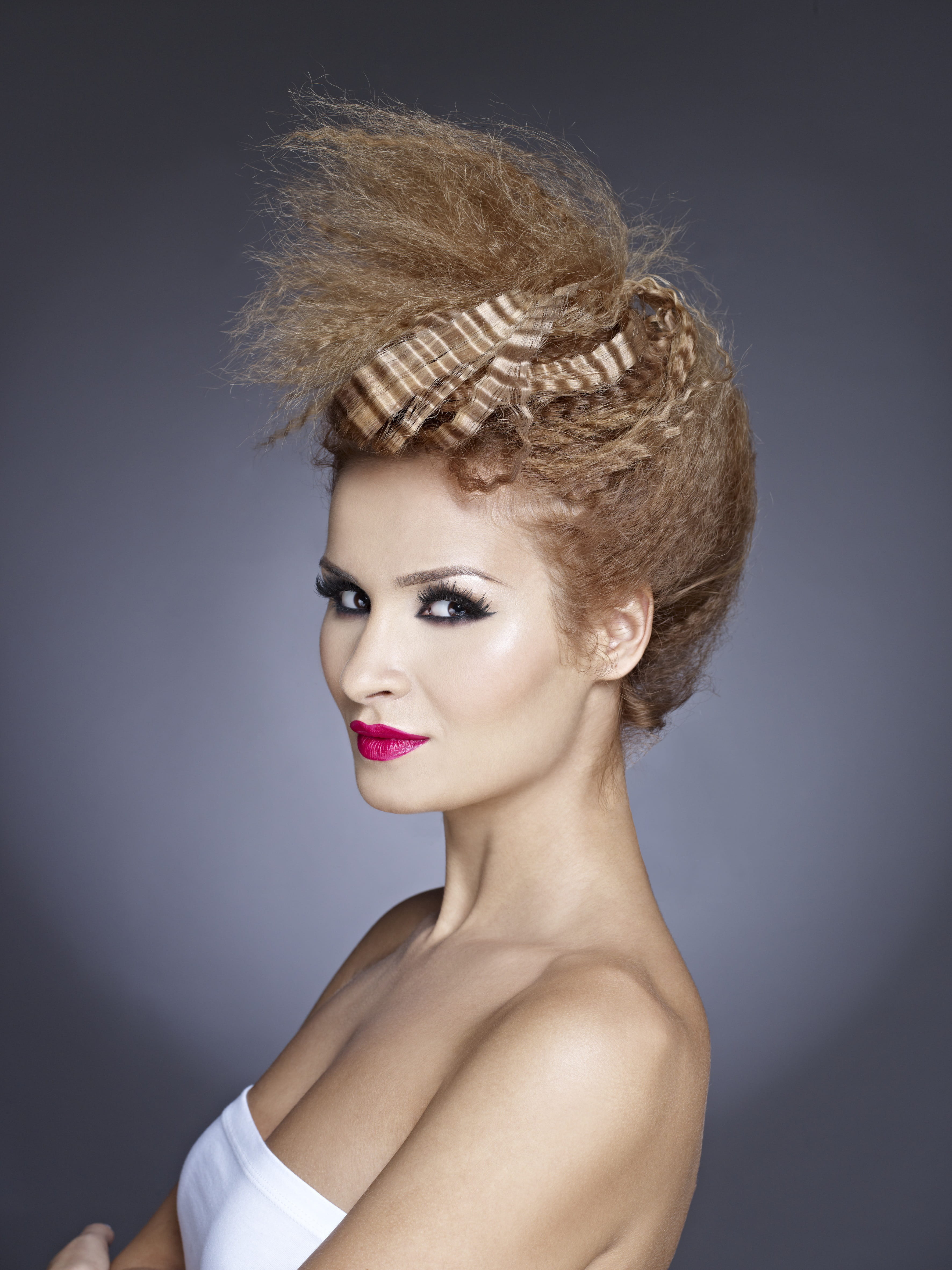 cheveux longs coiffure simple 2012