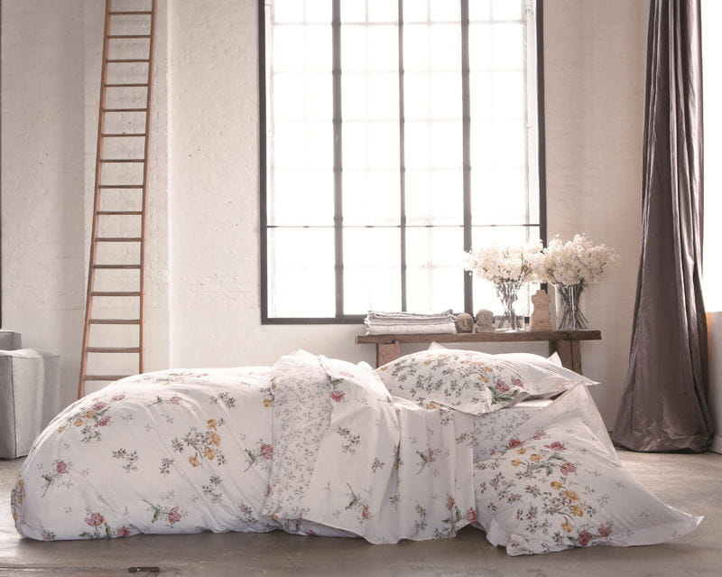 parure admiration d 39 anne de sol ne du linge blanc clatant pour ma chambre journal des femmes. Black Bedroom Furniture Sets. Home Design Ideas