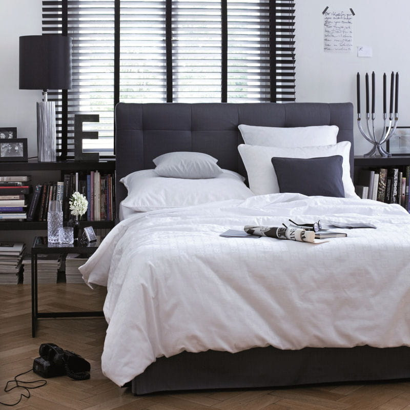 linge de lit classic jacquard d 39 escada home du linge blanc clatant pou. Black Bedroom Furniture Sets. Home Design Ideas