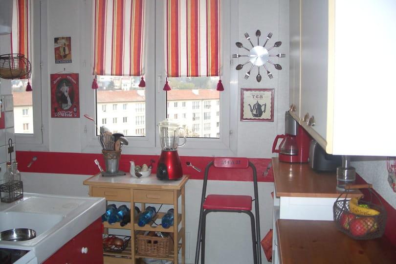 Une cuisine rouge cerise toute en gourmandise  Visitez la maison de