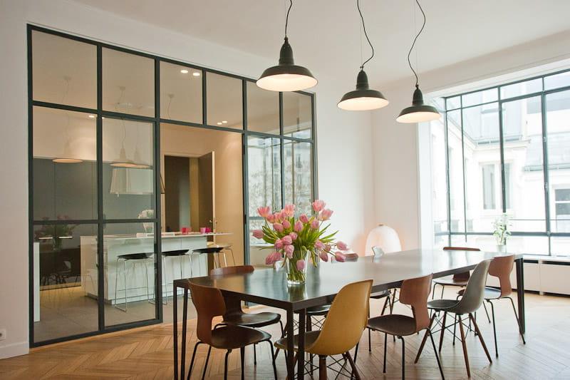 alliance des contrastes dans un appartement parisien alliance des contrastes dans un grand. Black Bedroom Furniture Sets. Home Design Ideas