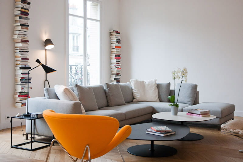 Des volumes pur s et contemporains alliance des contrastes dans un appartement parisien - Deco originale salon ...